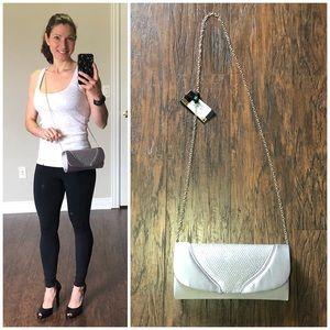 Handbags - 🌸3/$25 NWT Silver rhinestone clutch